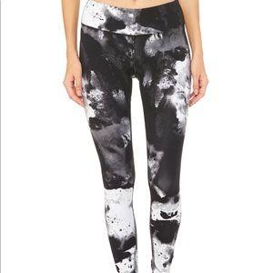 Alo Yoga S airbrush black & white leggings NWT